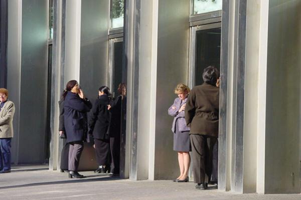 Employees having a smoke break at the entrance of the WTC | World Trade Center NYC | U.S.A.