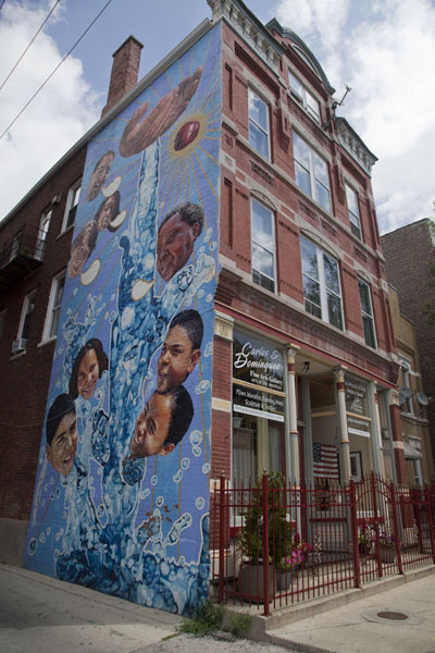 Picture of Pilsen Murals (U.S.A.): Religious mural on a house in Pilsen