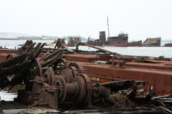 Foto van Remains of ships and a wreck of a tugboatRossville boten begraafplaats - Verenigde Staten