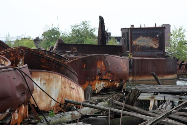 Picture of Rossville Boatyard (United States): Smaller boats rusting away