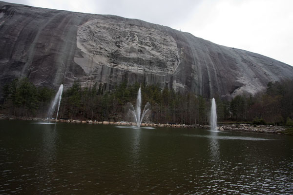 Picture of The memorial on the face of Stone Mountain with the small lake and fountains in the foreground
