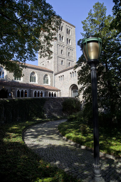View of the entrance of the Cloisters from the east side - 美国