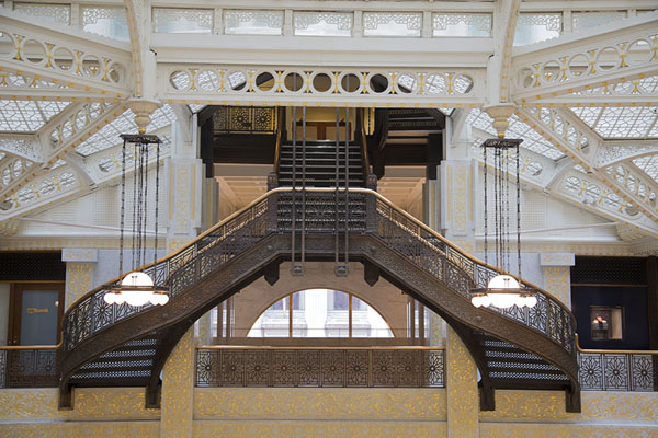Foto di The double staircase in the light course of The RookeryChicago - Stati Uniti