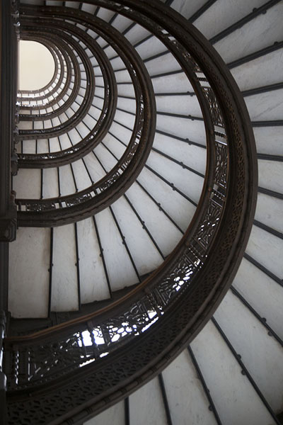 Photo de The staircase of The Rookery seen from belowChicago - les Etats-Unis