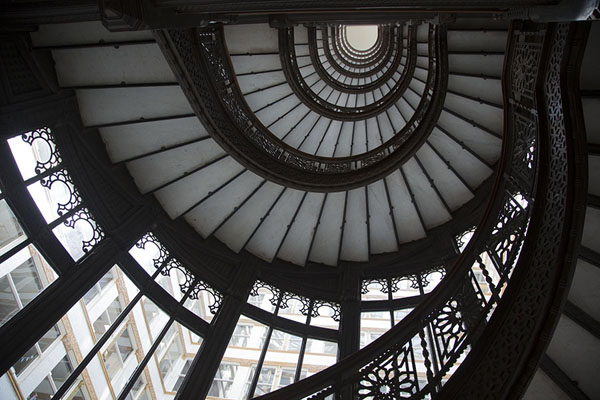 Foto di Looking up the staircase of The RookeryChicago - Stati Uniti