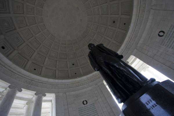 Photo de Jefferson statue in the Jefferson Memorial next to the Tidal Basin - les Etats-Unis - Amérique