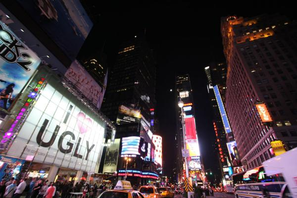 Foto van Advertising and lights competing for attention at Times SquareTimes Square - Verenigde Staten