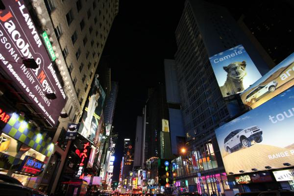 Foto van The battleground of advertising: Times Square seen from the northTimes Square - Verenigde Staten