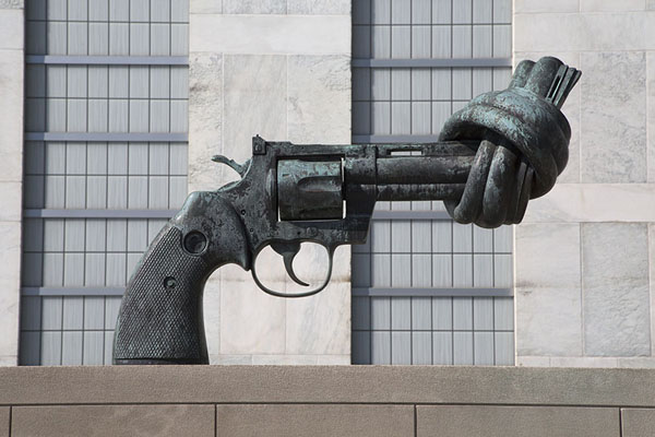 Non-violence sculpture by Carl Reuterswärd | United Nations Headquarters | U.S.A.