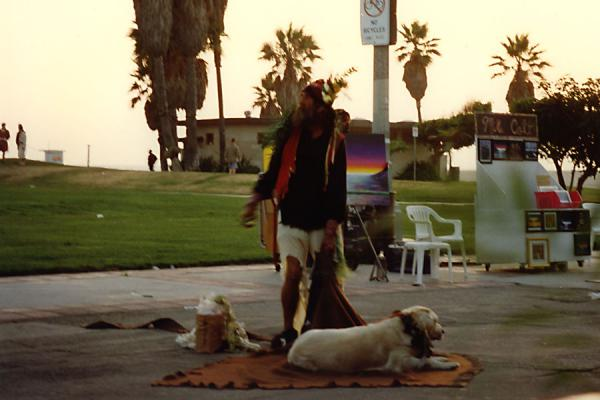 Foto di Man with dog on Venice BeachVenice Beach - Stati Uniti