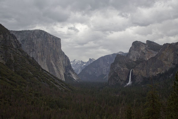 Foto van Quintessential view of Yosemite Valley with El Capitan, Half Dome and Bridal Veil FallsYosemite - Verenigde Staten