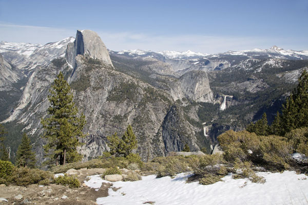 Foto van View from Glacier Point with Half Dome and Nevada and Vernal FallsYosemite - Verenigde Staten