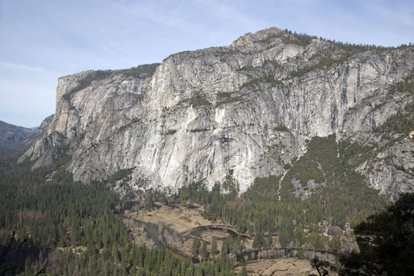 Foto van The northern wall of Yosemite valley, with El Capitan on the leftYosemite - Verenigde Staten