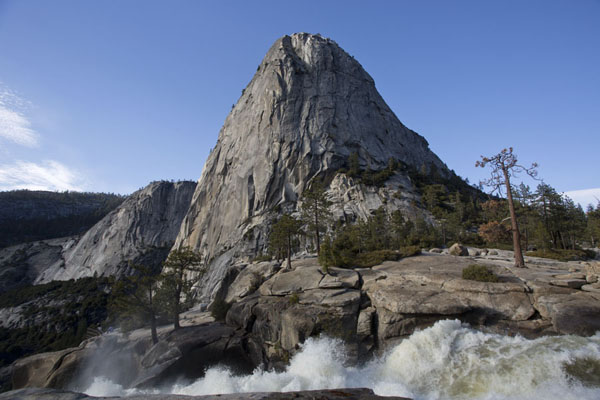 Looking up XXX at the top of Nevada Falls | Paysages Yosemite | les Etats-Unis