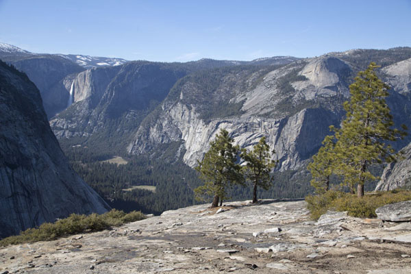 View across the upper Yosemite valley from Panorama Trail with Yosemite falls on the background | Yosemite landscapes | United States