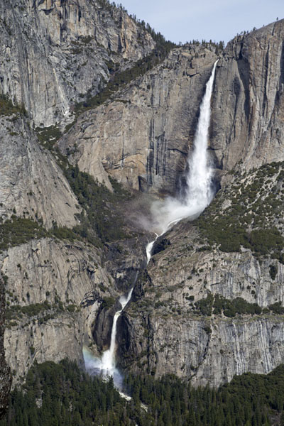 View of upper and lower Yosemite falls - 美国 - 北美洲