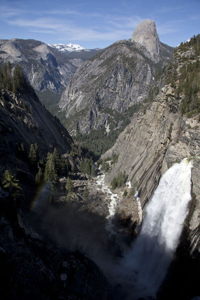 Picture of Half Dome looming over Illilouette fall