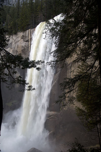 Photo de Side view of Vernal fall - les Etats-Unis - Amérique