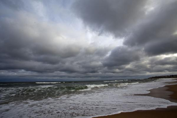 Foto de Cloudy sky over the beach of La PedreraLa Pedrera - Uruguay