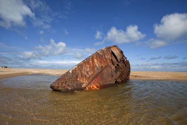 Rusty wreck of boat on the beach of La Pedrera | La Pedrera | l'Uruguay
