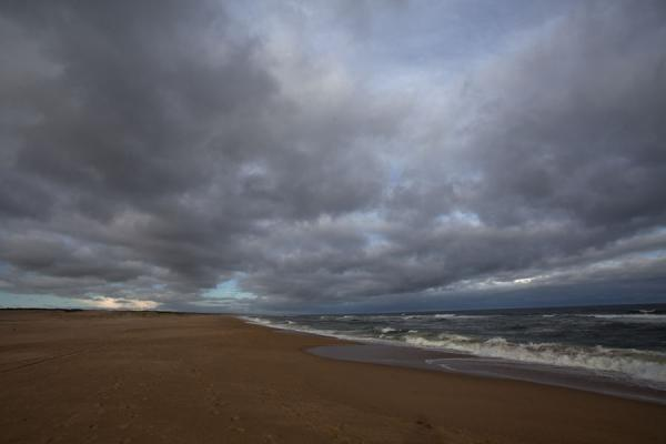 Foto de Dark clouds over the beach of La PedreraLa Pedrera - Uruguay