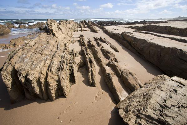 Foto de Lined rocks on the beach at La PedreraLa Pedrera - Uruguay