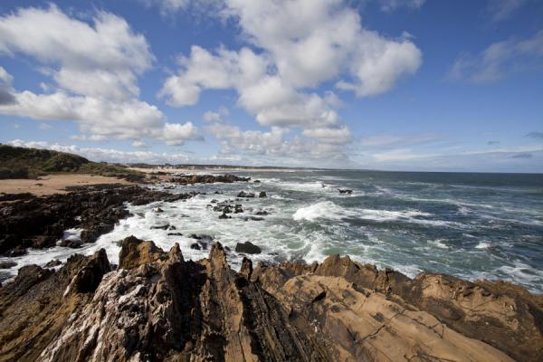 Foto van The rugged coastline of La Pedrera where waves break on the rocks - Uruguay - Amerika