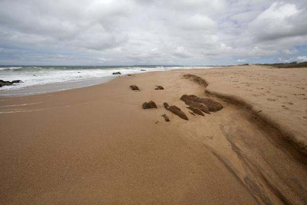 Foto di Looking south over the sandy beach of La Pedrera - Uruguay - America