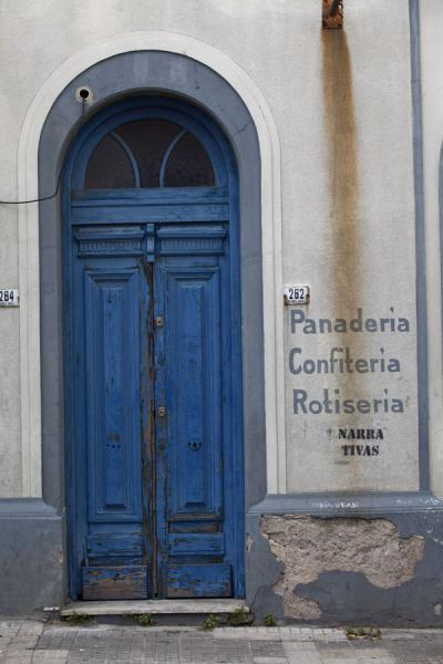 Old wooden door in a wall in the historic centre of Montevideo | Montevideo Old City | 乌拉圭