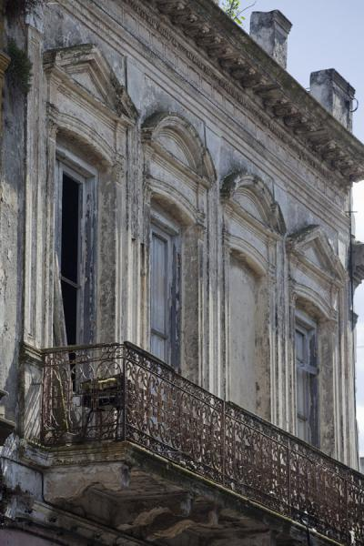 Foto di Old building with balcony in the old city of Montevideo - Uruguay - America
