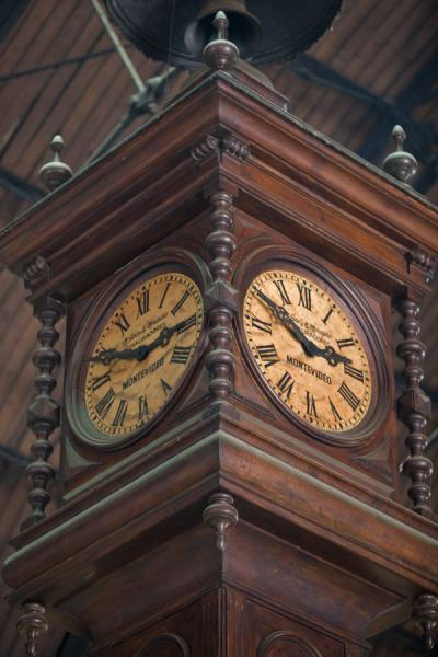 Clock in the Mercado del Puerto | Montevideo Old City | 乌拉圭