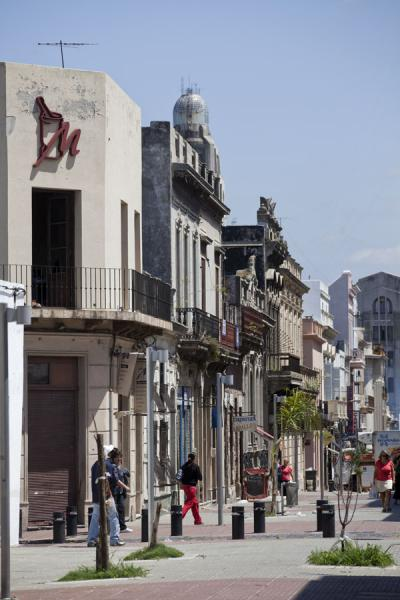 Street in the old city centre of Montevideo | Vielle ville de Montevideo | l'Uruguay