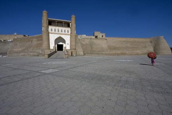 The plaza in front of the entrance to the Ark | Bukhara Ark | Uzbekistan