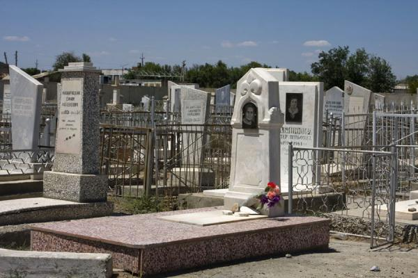 Foto de One of the many tombs at the Jewish CemeteryBujará - Uzbekistán