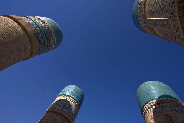 Foto di Uzbekistan (The four towers of Char Minar seen from below)