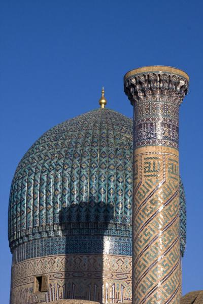 Typical cupola with pillar of Guri Amir mausoleum | Mausoleo di Guri Amir | Uzbekistan