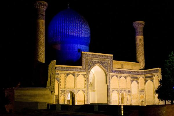 Night view of the Guri Amir mausoleum | Mausoleo di Guri Amir | Uzbekistan