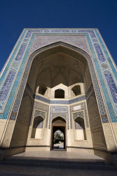 Picture of Kalon Minaret (Uzbekistan): Green and blue are the dominant colours on the huge portal of the Kalon mosque