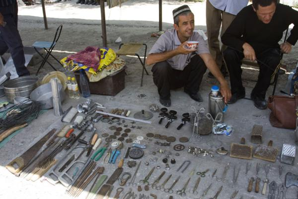 Selling scissors, saws, and other tools at Kontepa bazaar | Kontepa Bazaar | Uzbekistan