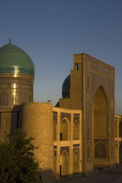 Photo de Just before sunset at the Mir-i-Arab medressaBoukhara - Ouzbékistan