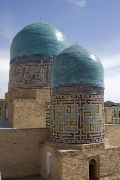 Picture of Shah-i-Zinda mausolea (Uzbekistan): Green domes of the double-cupola mausoleum
