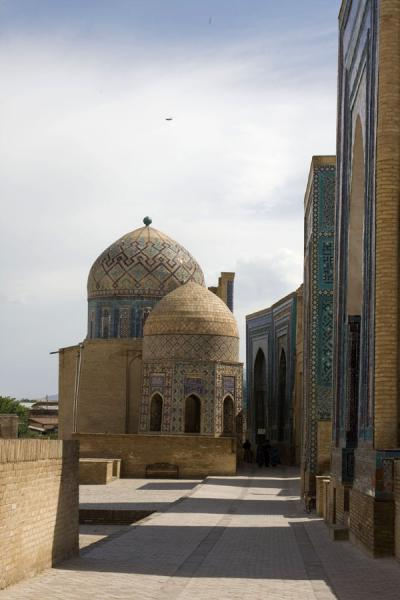 Picture of Shah-i-Zinda mausolea (Uzbekistan): The mausolea are all located on this main alley