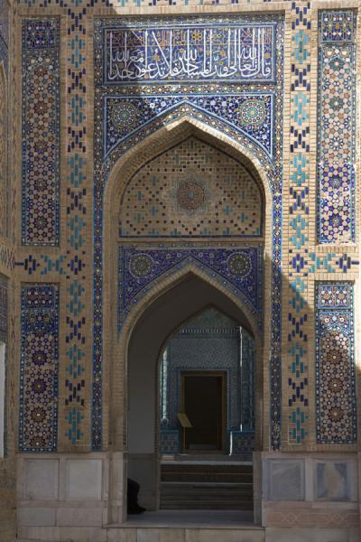 Picture of Shah-i-Zinda mausolea (Uzbekistan): Finely decorated gate of one of the mausolea