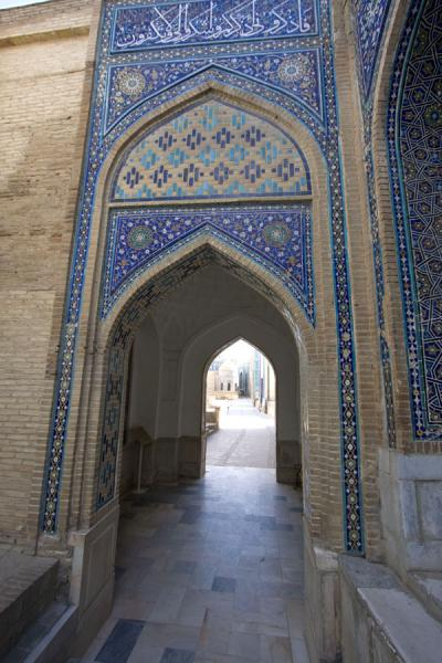 Picture of Shah-i-Zinda mausolea (Uzbekistan): Looking through a gate to the main alley of mausolea