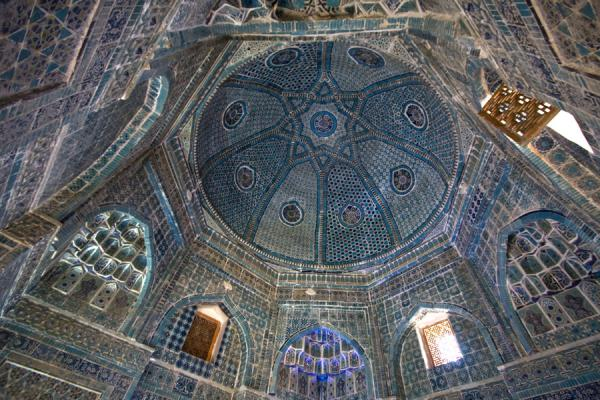Picture of Shah-i-Zinda mausolea (Uzbekistan): Decorated all around: the ceiling of one of the mausolea
