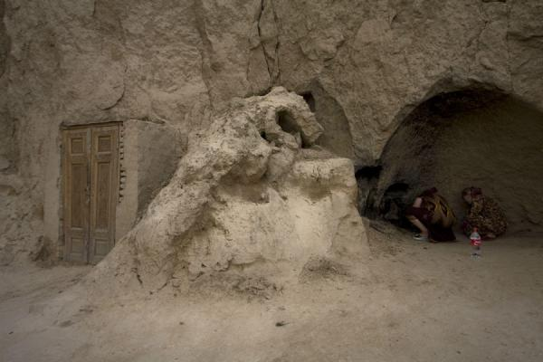 Picture of Tomb of Prophet Daniel (Uzbekistan): Women praying in a cave near the tomb