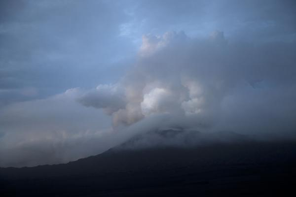 Foto van Cloud bellowing up from the inner hell of Benbow volcano just before sunsetAmbrym - St Vincent en de Grenadines