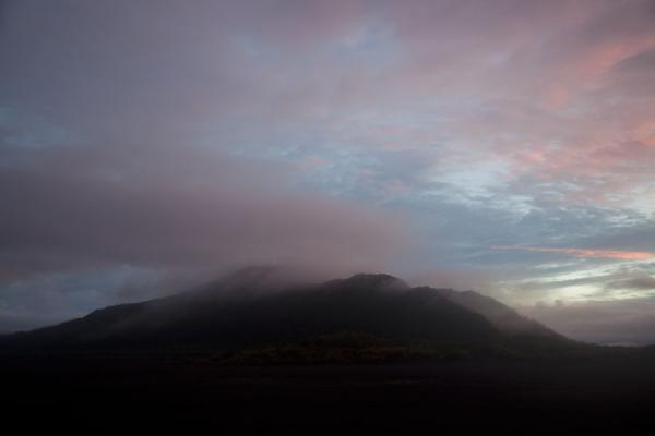 Foto van Pink clouds touching a hill just south of the ash plain at sunsetAmbrym - St Vincent en de Grenadines