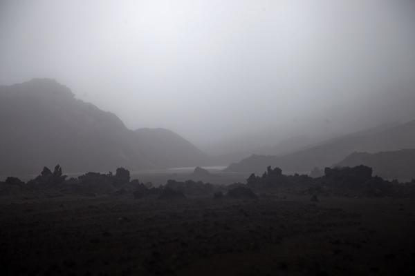 Young, rugged lavafield with mountains in the fog | Ambrym volcanoes | 发怒挖土