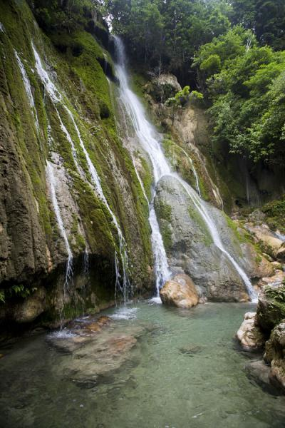 View of the top waterfall and pool | Mele Cascades | 发怒挖土